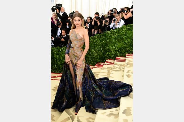 Gigi Hadid en Atelier Versace