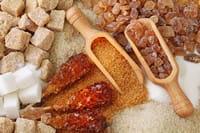 le sucre blanc, ou saccharose, est un sucre simple.