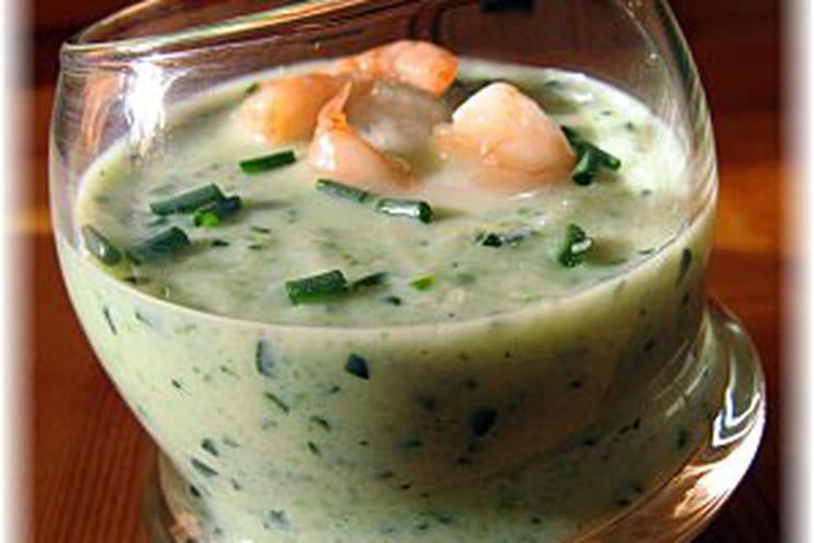 Potage au concombre et aux crevettes