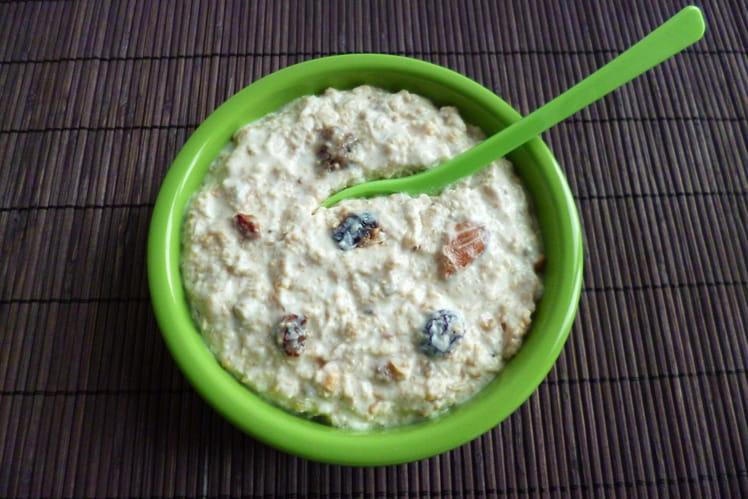 Dessert protéiné au muesli avec fruits secs, amarante et yaourt soja