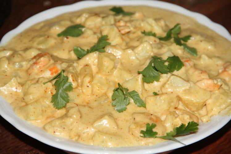 Curry de crevettes, noix de coco, lait de coco, épices et pomme verte
