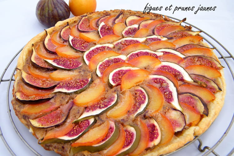 Tarte à la crème de noisettes, figues & prunes