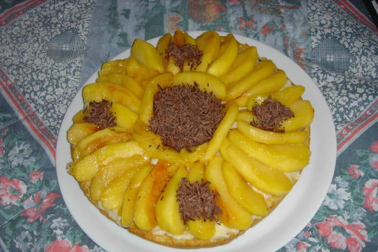 Gâteau croquant aux pommes caramélisées et aux noix