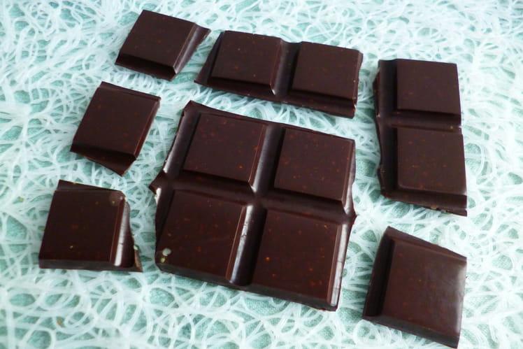Tablette de chocolat cru aux graines de chanvre