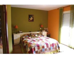 une chambre verte et orange. Black Bedroom Furniture Sets. Home Design Ideas
