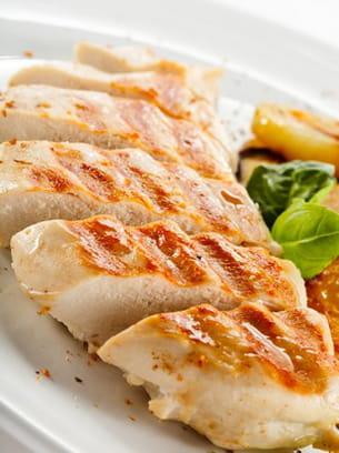 le poulet ou la dinde cuits avec très peu de matières grasses sont de bons