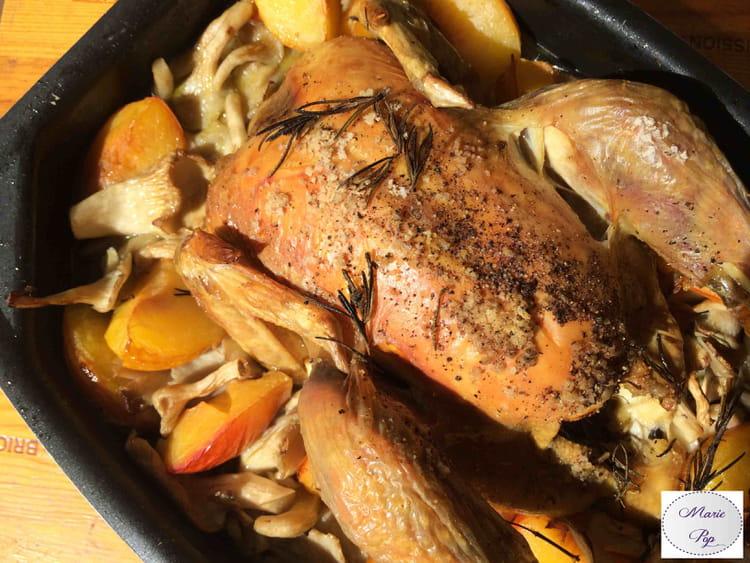 Recette de poulet r ti aux pleurotes et aux prunes la - Cuisiner un poulet roti ...