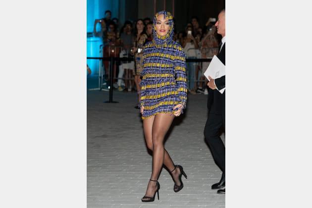 Rita Ora au défilé Versace