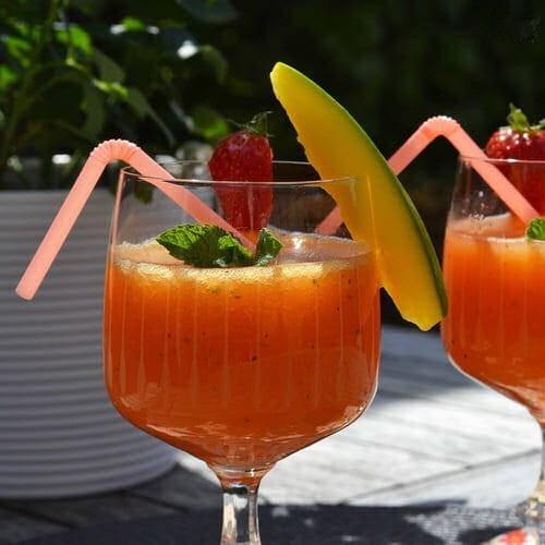 Cocktail Petillant A La Mangue Fraises Et Menthe