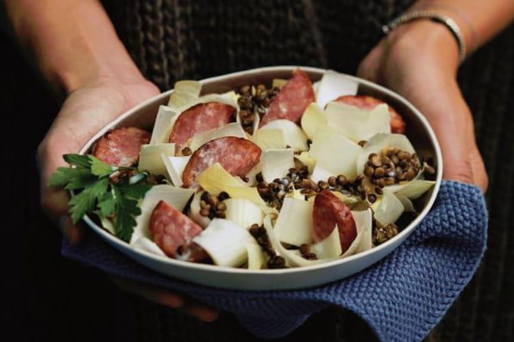 Salade d'endives tiède à la saucisse de Morteau