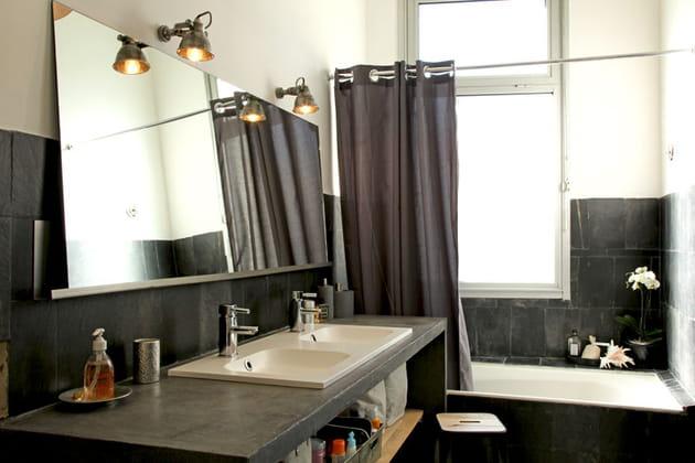 Salle de bains déco noir