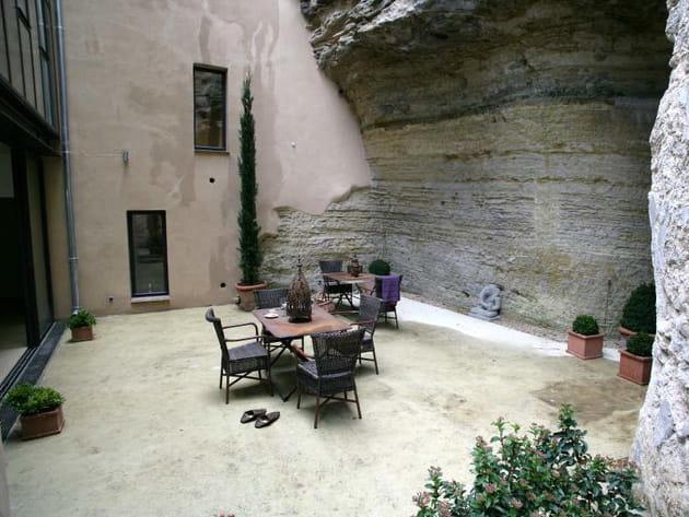 Une cour dans la roche