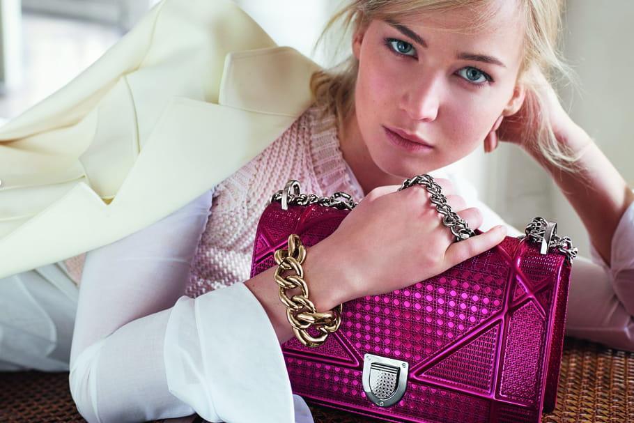 Jennifer Lawrence prise la main dans le sac Dior pour le printemps-été