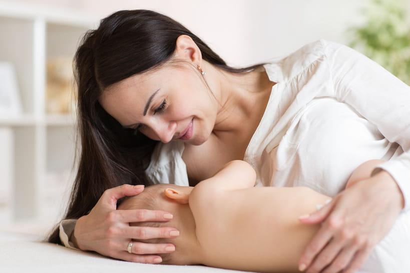 Pourquoi tant de mères abandonnent l'allaitement?