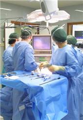 les suites opératoires sont relativement douloureuses, quelle que soit la