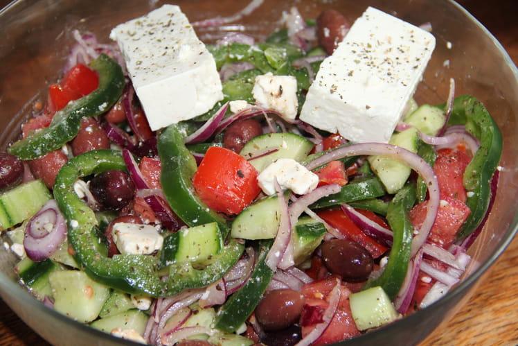 Salade grecque, Horiatiki Salata