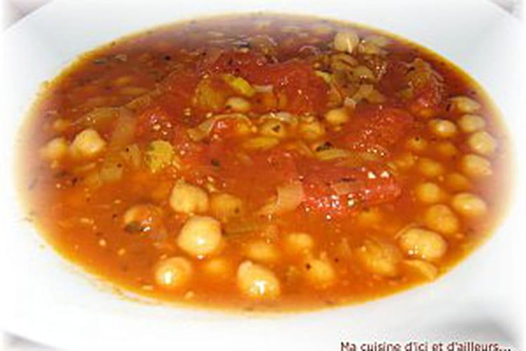Soupe de tomates aux pois chiches et à l'origan