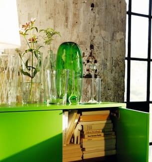 buffet 2 portes/2 tiroirs stockholm d'ikea et vases en verre soufflé