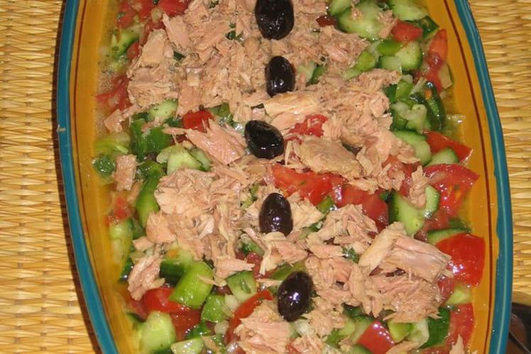 recette de salade tunisienne la recette facile. Black Bedroom Furniture Sets. Home Design Ideas