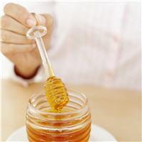 le miel est incontournable en cas de maux de gorge.