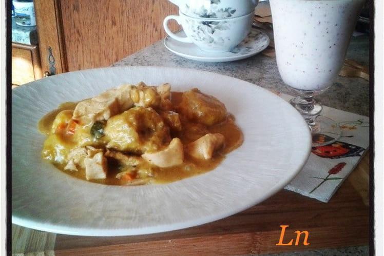 Curry de dinde aux bananes plantain et son lassi à la nectarine blanche