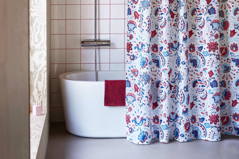 Oui, le rideau de douche peut-être tout sauf ringard!