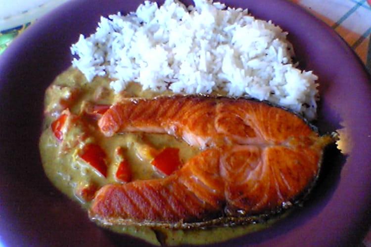 Darne de saumon aux tomates et lait de coco