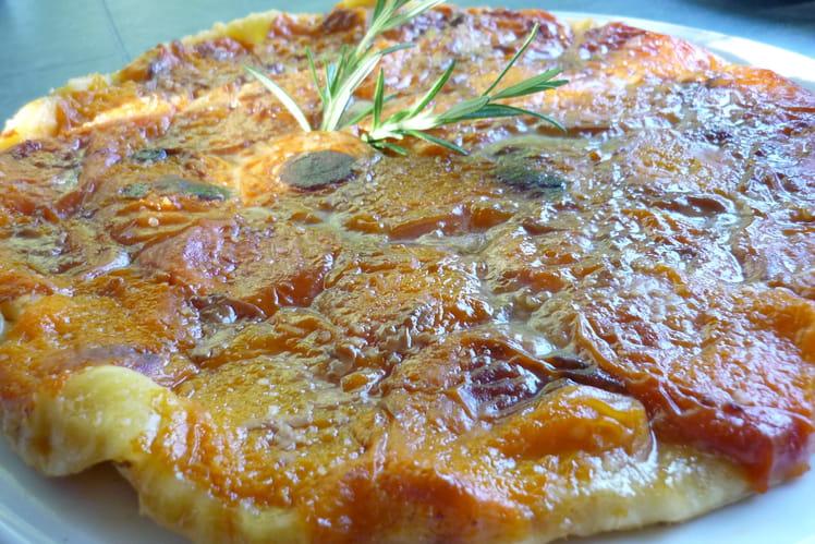 Tarte tatin aux abricots et romarin