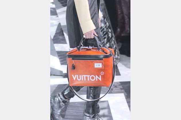 Le sac malette vanity du défilé Louis Vuitton