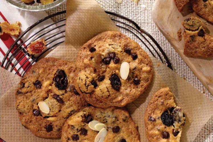 Cookies noix, amandes, raisins et chocolat