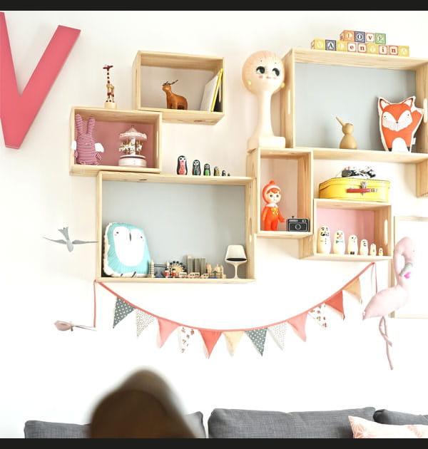 DIY: une compo d'étagères pastel pour chambre d'enfant