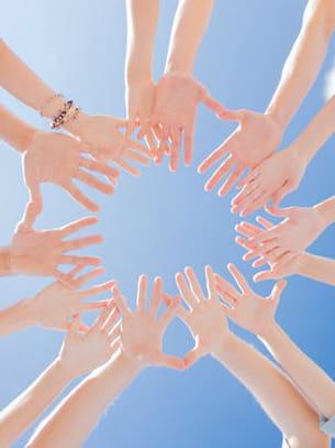 un trop grand nombre de doigts est appelé polydactylie.
