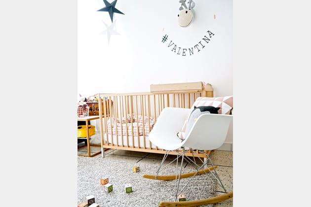 Douceur et jeux dans la chambre d'enfant