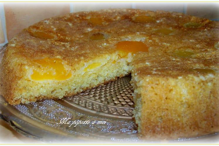 Gâteau aux pêches jaunes et amandes