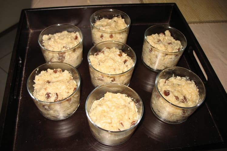 Riz au lait et raisins secs en verrines