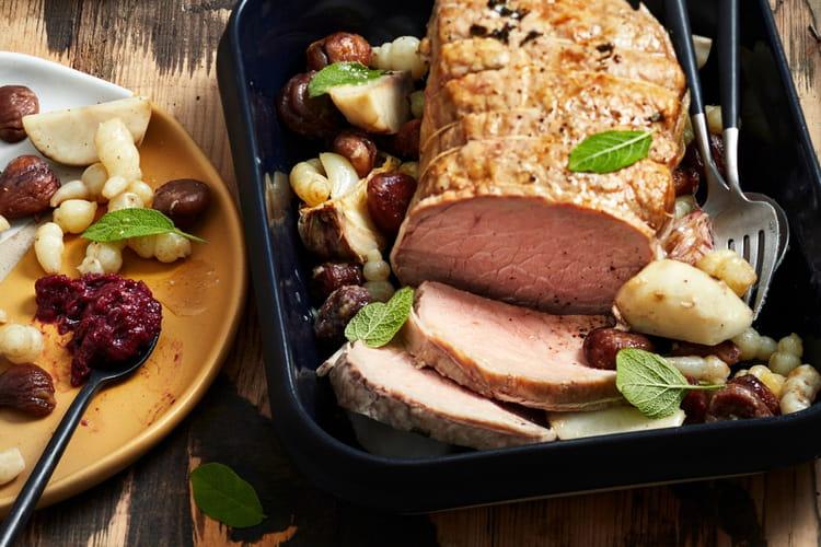 Rôti de veau à la sauge mijoté de crosnes, topinambours, châtaignes et compotée d'airelles