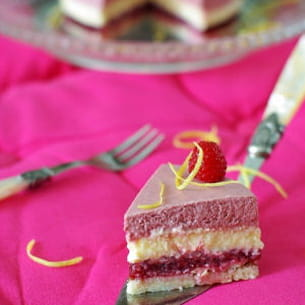 entremets girly framboise, citron et croquant coco