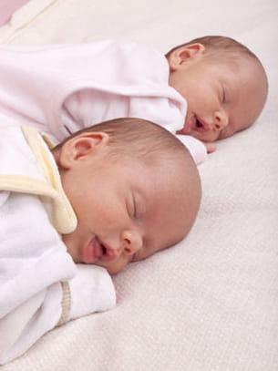 l'intervalle le plus long entre la naissance de deux jumeaux concerne des