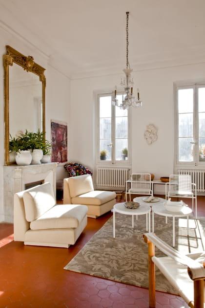 Salon avec chauffeuses beiges