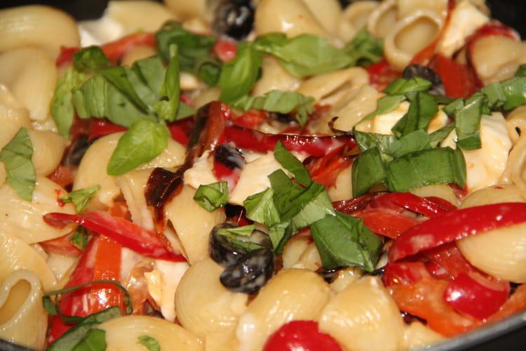 Pâtes à la méditerranéenne, poivrons et chèvre