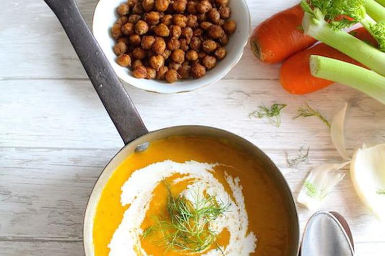 Velouté de carottes, potiron, fenouil et topping pois chiches croustillants à la cannelle et épices