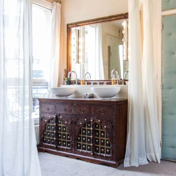 salle de bains un meuble indien dtourn pour la toilette ccile dbisejournaldesfemmescom