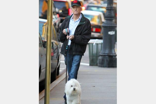 Michael Douglas et son petit chien