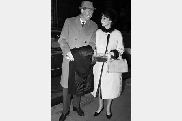 Audrey Hepburn en manteau blanc