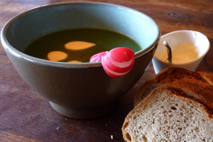 recette de soupe de fanes de radis et cr me de curry la recette facile. Black Bedroom Furniture Sets. Home Design Ideas