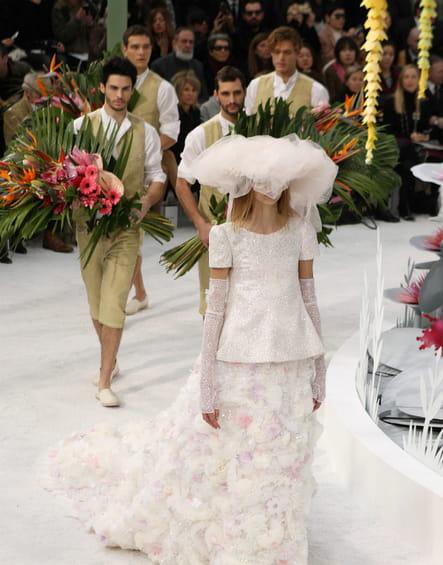 La robe de mariée camélia du défilé haute couture printemps-été 2015