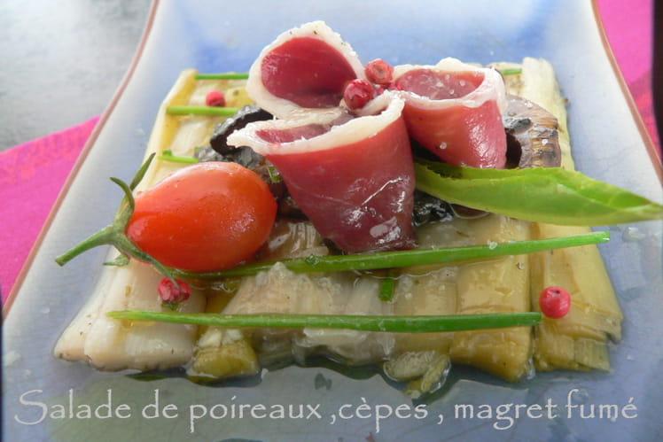 Salade de poireaux, cèpes, magret de canard fumé