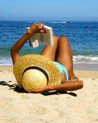 abritez-vous sous un parasol plutôt que de rester en plein soleil.