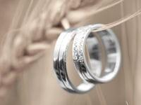 deux anneaux, un symbole.