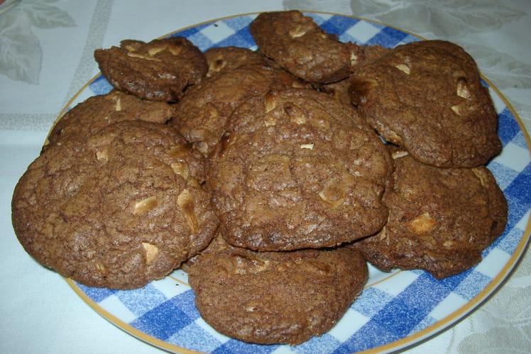 Cookies au chocolat, pépites de chocolat blanc et noix